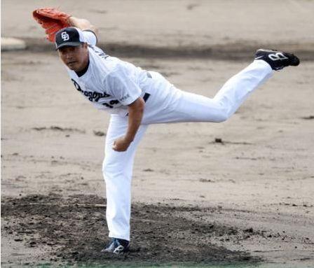 【悲報】山本昌が下半身に違和感 1球で降板