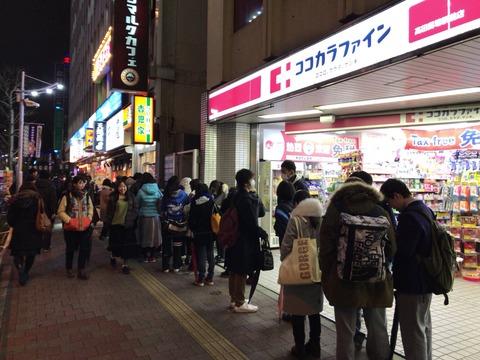 ソフトバンクのスマホユーザー、吉野家牛丼並1杯タダで食うために大行列