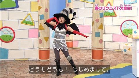 声優の田中真弓ちゃんのミニスカ姿wwwwwwww