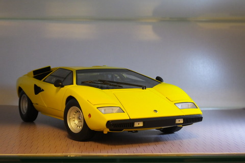 kyosho-countach-lp400-front2