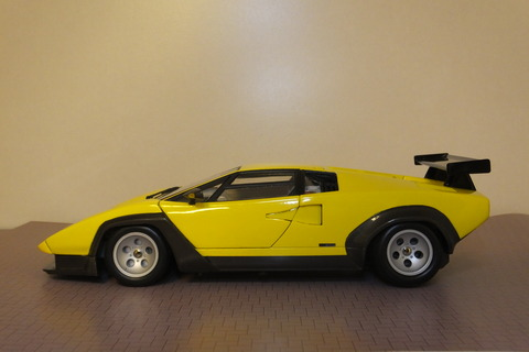countach-il-LW-side1
