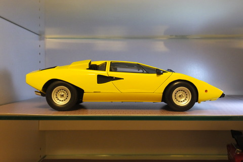kyosho-countach-lp400-side1