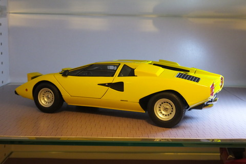 kyosho-countach-lp400-side3
