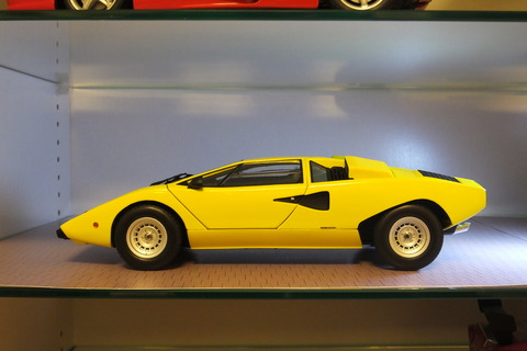 kyosho-countach-lp400-side2