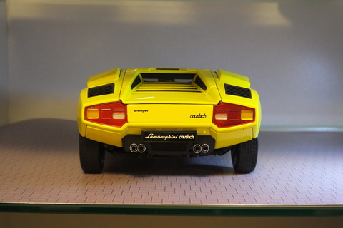 kyosho-countach-lp400-rear