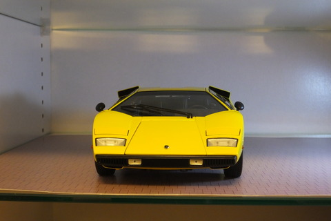 kyosho-countach-lp400-front