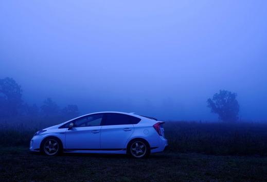 霧の中のエコカー
