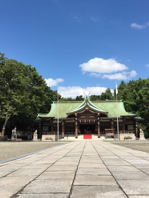 大阪護国神社参道からのショット
