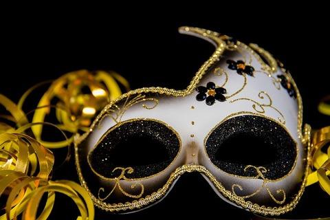 carnival-3075912_640