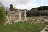 隣はローマ時代の遺跡が。