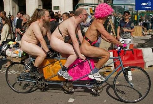 World Naked Bike Ride_01