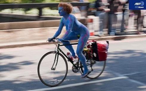 World Naked Bike Ride_04