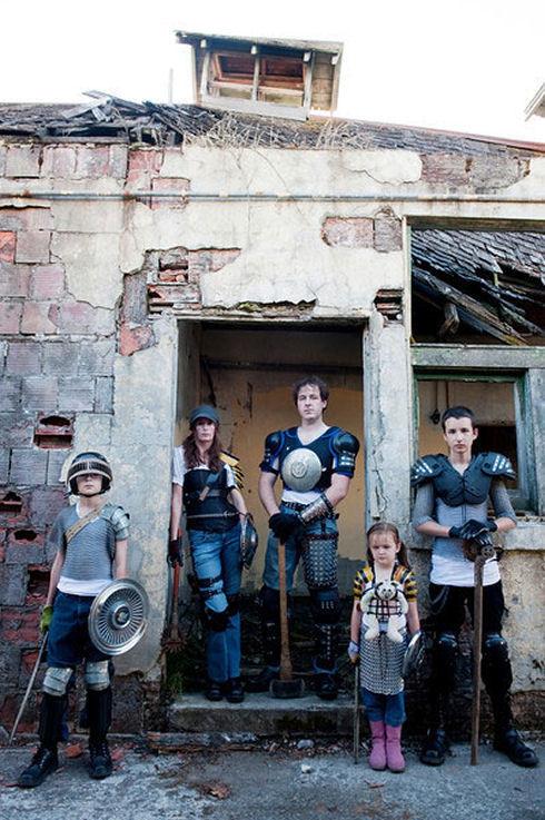 Zombie-hunter-family-photos-14