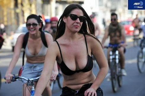 World Naked Bike Ride_12