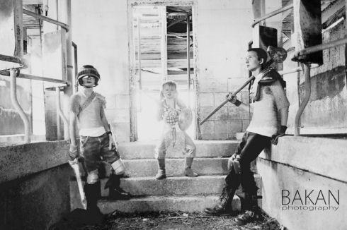Zombie-hunter-family-photos-01