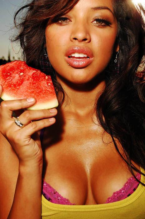 hot-girls-eating-watermelon-16