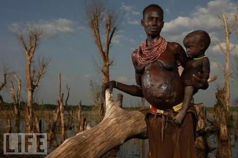 Hamar Woman and Child