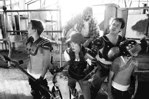 Zombie-hunter-family-photos-16
