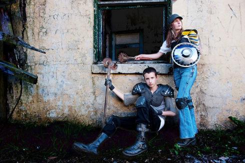 Zombie-hunter-family-photos-04