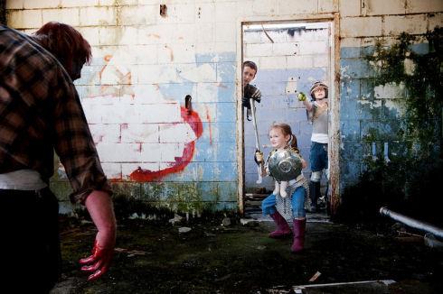 Zombie-hunter-family-photos-02
