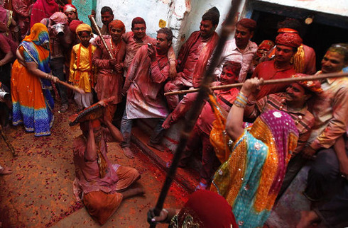 lathmar-holi-in-india-02