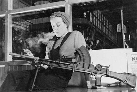 gun and woman_19