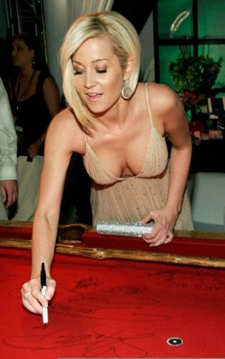 awesome_views_of_celebrity_decolletage_19