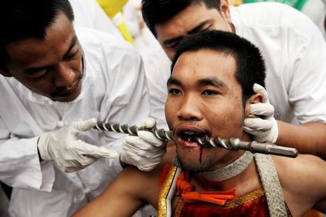 extreme-piercing-for-the-love-of-gods02