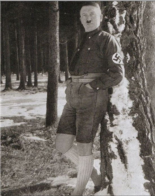 banned_neverbeforeseen_photos_of_hitler_in_shorts_640_high_02