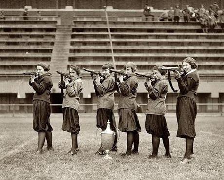 gun and woman_10