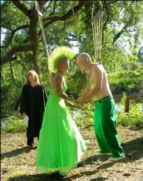 World_s_Best_Bizarre_Funny_Wedding_Photos_3