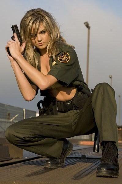 gun and woman_21