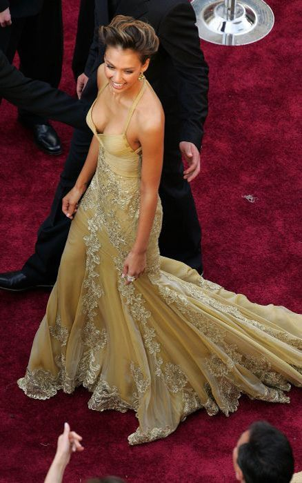 awesome_views_of_celebrity_decolletage_15