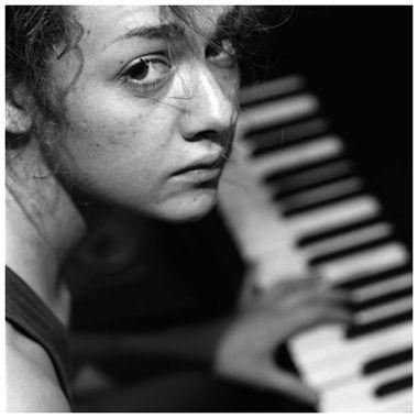 98alison_piano