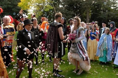 World_s_Best_Bizarre_Funny_Wedding_Photos_10