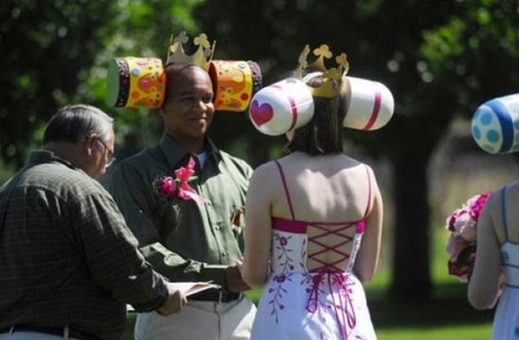 World_s_Best_Bizarre_Funny_Wedding_Photos_1