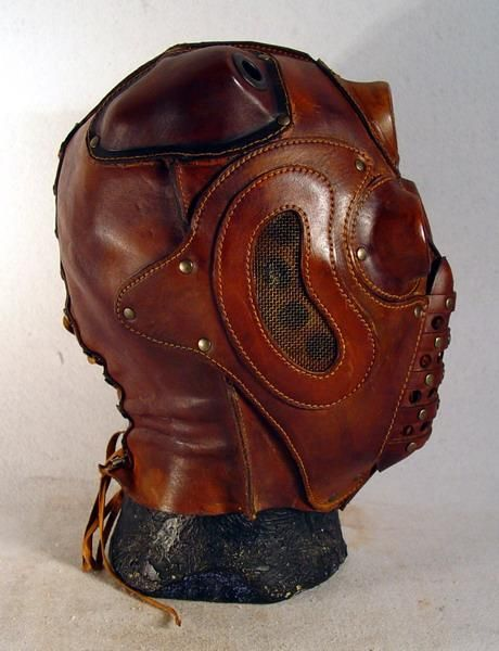 steampunk-lord-red-mask-side