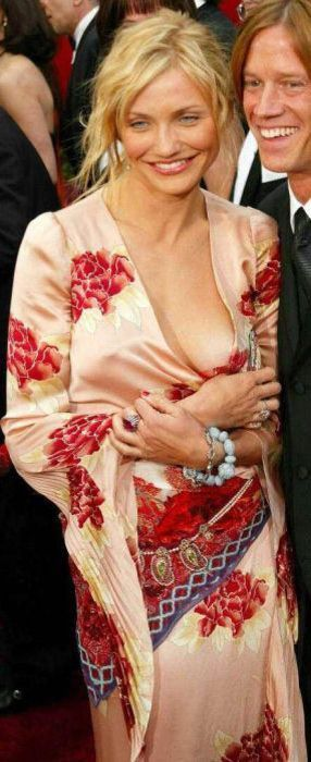 awesome_views_of_celebrity_decolletage_05