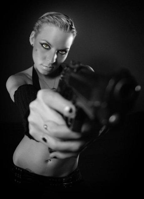 gun and woman_08