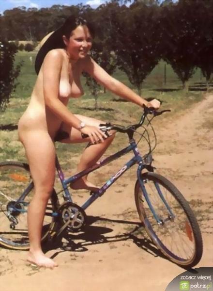 naked_girls_on_bikes_12