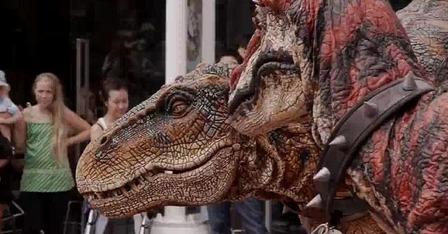 dinosaur 生きた恐竜の散歩