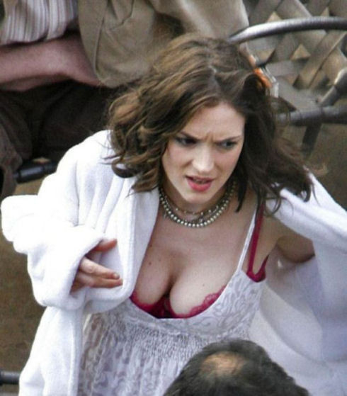 awesome_views_of_celebrity_decolletage_39