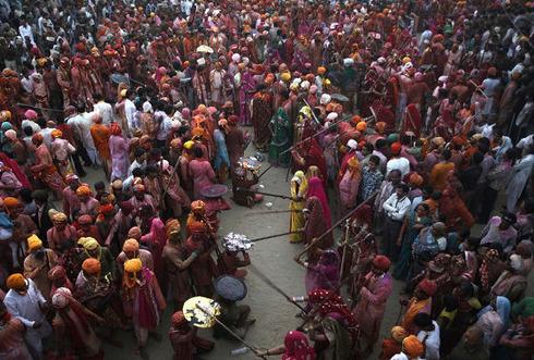 lathmar-holi-in-india-15