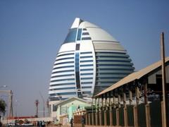 カダフィ大佐の卵、ハルツームのAl-Fatih Hotel
