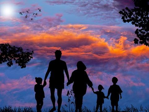 family-1517192_960_720 (1)
