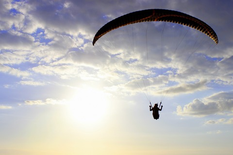 paraglider-2366316_1920