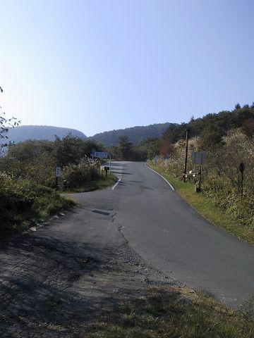 下仁田浅科線と初谷鉱泉への道との交差点