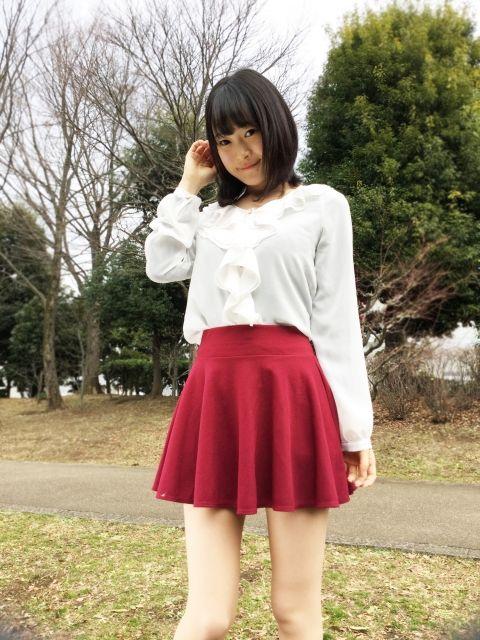 赤いスカートのアイドル