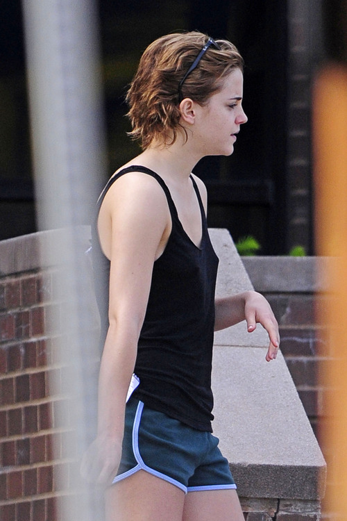 Emma Watson - out and about in Pittsburgh (3)
