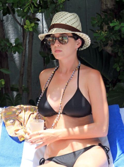 Katy Perry - wearing a bikini at a hotel pool in Miami  25